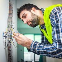 electricistas-corto-circuito